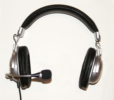 Gaming Headset bestehend aus Kopfhörer und Mikrophon